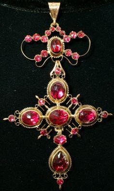 Perpignan garnet pendant, Perpignan garnet, 18k gold, France, early 19th century, 8.2 × 5.4cm, 11.5g. The garnet was yielded from South France.