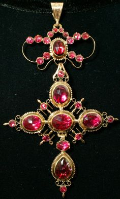 Perpignan garnet pendant, Perpignan garnet, 18k gold, France, early 19th century, 8.2 × 5.4cm, 11.5g. The garnet was yielded from South France.