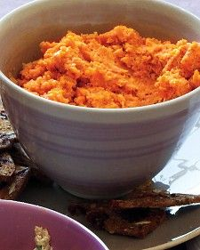 This simple recipe for carrot spread takes on the flavors of the Middle East. Steamed carrots are pureed with cumin, ginger, cinnamon, cayenne, and tahini to create a robustly flavored appetizer. Serve with toasted cocktail-size bread slices. Lunch Snacks, School Snacks, Carrot Recipes, Healthy Recipes, Carrot Ideas, Clean Recipes, Hummus, Spiced Nuts, Chickpeas