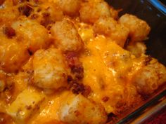 Cheesy Chicken Tater Tot Casserole-can use hamburger instead of chicken Tater Tots, Tater Tot Casserole, Cauli Tots, Hamburger Casserole, Great Recipes, Dinner Recipes, Favorite Recipes, Dinner Ideas, Ketchup