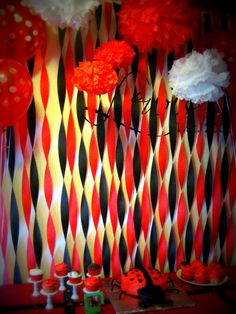 Love the streamers and pom poms! I'm thinking orange and black for a basketball theme!