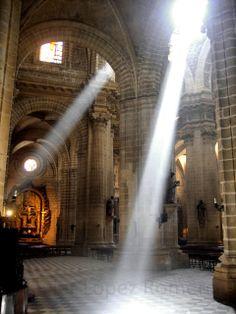 Hay quien lo llama fotografía: Luz en la Catedral de Jerez