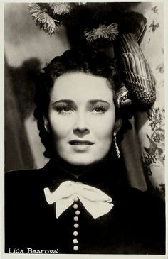 Vintage Hollywood, Famous Faces, Vintage Postcards, Great Photos, Mistress, Actors & Actresses, Poster, Black And White, Celebrities