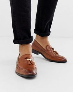 Shop ASOS DESIGN brogue loafers in tan leather with gold tassel detail. With a variety of delivery, payment and return options available, shopping with ASOS is easy and secure. Shop with ASOS today. Block Heel Loafers, Suede Loafers, Tassel Loafers, Brogues, Formal Dresses For Men, Formal Men Outfit, Formal Shoes, Asos, Hush Puppies