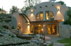 earth sheltered home...Kevin loves this one! though I would still want my indoor greenhouse...