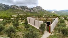 Asked by an Athens couple to design a home embedded in their olive grove, architect Tilemachos Andrianopoulos used geometry to respect… The post Pythagorean home amidst olive grove offers views & protection appeared first on Civil Engineering Library. Earth Bag Homes, Living Roofs, Poured Concrete, Rammed Earth, Oscar Niemeyer, Architect Design, Mountain View, Art World, Athens