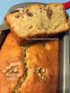 Miki's Food Archives : Cottony Soft & Moist Banana Cake (without butter) 香蕉棉花蛋糕(无牛油) bread cake healthy muffins pudding recipes chocolat plantain recette recette Banana Walnut Bread, Walnut Cake, Cool Whip, Banana Bread Recipes, Cake Recipes, Cakes Without Butter, Banana Bread Without Butter, Butter Cakes, Banana Sponge Cake