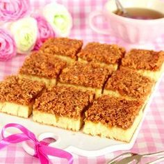 The delicious toppings do you coconut, butter and sugar. Bagan, Decadent Cakes, Good Food, Yummy Food, Classic Desserts, Swedish Recipes, No Bake Desserts, Let Them Eat Cake, Dessert Table
