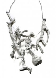 "Gabi Veit - ""ricomincerò"", neckpiece, aluminium cast, thread"