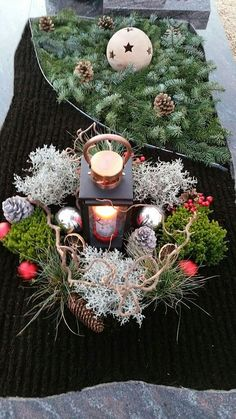 Grabgestaltung im Winter - Another! Cemetery Decorations, Xmas Decorations, Cemetery Flowers, Diy Projects For Beginners, Wedding Wreaths, Funeral Flowers, Christmas Sewing, Winter Pictures, Winter Garden
