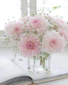 beautiful flowers names My Flower, Fresh Flowers, Pretty Flowers, Spring Flowers, Beautiful Flower Arrangements, Floral Arrangements, Flower Decorations, Wedding Decorations, Table Decorations