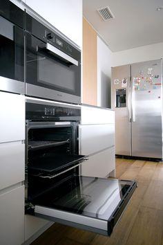 キッチンハウス キッチン:  扉 ST ヴィンテージシルバー  天板 フィオレストーン バックセット:VM ピュアホワイト  No.123-010961 Wall Oven, Kitchen Appliances, Home, Diy Kitchen Appliances, House, Home Appliances, Homes, Houses