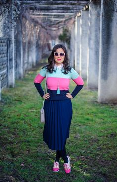 Marshmallow winter: midi skirt, pleated skirt, navy skirt, colour block sweater, minty, pink, pink shoes