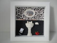 Quadro em mdf, com fundo em tecido 100% algodão, peças em resina e espelho na divisão dos tecidos. Este quadro possui vidro na frente como mostra a última foto. R$ 75,00