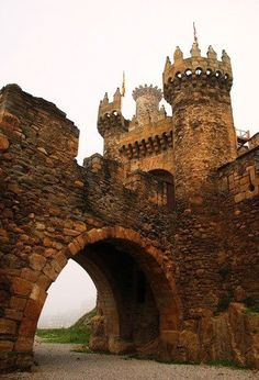 Ponferrada Castle, Galicia, Spain The Templars Castle (Castillo de los Templarios) in Ponferrada, is one of the most spectacular and historical points of interest on The Camino Frances. Vila Medieval, Chateau Medieval, Medieval Castle, Medieval Fantasy, Places Around The World, The Places Youll Go, Places To Visit, Around The Worlds, Beautiful Castles