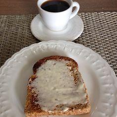 Bom dia! Sábado de luz e paz pra todos nós! Tentando voltar pra rotina  café da manhã: torrada de pão 100% integral e ligth  com requeijão Ligth e nescafé !  #Dukan #dukanmg #dukanbrasil #dukanalfenas #dietadukan #dietadukanbr #dukanianas #dukanetes #dukandiet #dieta #projetomimis #projetoviverdukan #projetocarolbuffara #projetojogauchasarada #saude #vidasaudavel #dieta #emagrecer #vemcomadri #atitudeboaforma #saúde #progjetoverao #foconadieta #lowcarb #qualidadedevida #dietasemsofrer by…