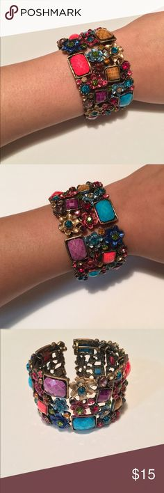 Beautiful Jewels Bracelet This a bracket with a mixture of different colors and jewels with flowers. Jewelry Bracelets