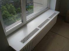 Подоконник и решетка радиатора батареи из искусственного акрилового камня. Дизайн окна, дома, батареи. Дом и интерьер. Акриловый камень.