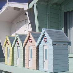 [beach_hut_boxes_1_.jpg]