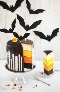 Candy Corn Tuxedo CakeHere is a real treat for you to serve at your halloween party. This candy corn tuxedo ca Halloween Desserts, Bolo Halloween, Pasteles Halloween, Halloween Food For Party, Halloween Treats, Halloween Halloween, Halloween Cupcakes, Halloween Pictures, Halloween Cookies