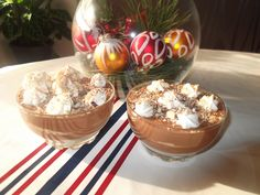 Mousse de chocolate, bolacha ralada e chantilly