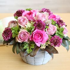 Beautiful Flowers Pictures, Flower Pictures, Amazing Flowers, Flower Basket, Flower Boxes, Pink Flower Arrangements, New Years Decorations, Flower Art, Pink Flowers