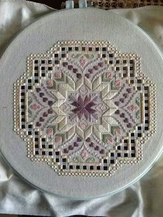 Hardanger and bargello - wow Embroidery Designs, Types Of Embroidery, Embroidery Transfers, Ribbon Embroidery, Machine Embroidery, Japanese Embroidery, Embroidery Jewelry, Hardanger Embroidery, Cross Stitch Embroidery