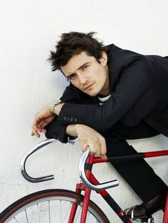Just in case anyone forgot how attractive Orlando bloom is like I did. Wait, no, I never forgot *drool*