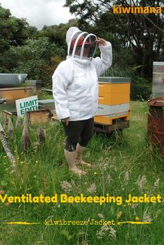 Ventilated Beekeeping suit - The kiwibreeze bee suit is excellent for hot climates keeping you cool while you are inspecting your bee colonies.