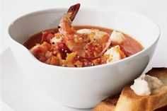 Check out our quick and easy recipe of seafood stew with anchovy aioli and all the preparation steps, ingredients, tips and tricks to make this tasty stew that will delight your family and friends. Seafood Soup Recipes, Seafood Stew, Pork Recipes, Wine Recipes, Seafood Meals, Anchovy Recipes, Aioli Recipe, Pasta Soup, Healthy Dishes