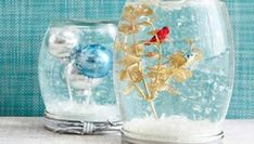 DIY mason jar snow globes with instructions-- how to make your own Christmas snow globe craft using mason jars and a few tiny ornaments. Mason Jar Christmas Crafts, Mason Jar Crafts, Mason Jar Diy, Holiday Crafts, Christmas Diy, Snow Globe Mason Jar, Diy Snow Globe, Christmas Snow Globes, Diy Projects For Teens