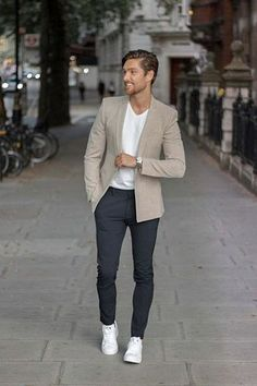 Outfits Discover Smart Casual for Men: Dress Code Guide & Outfit Inspiration Styles of Man Mens smart casual can be a confusing dress code to get right. Well break down the style basics key pieces outfits and tips to help you nail your look! Mens Smart Casual Outfits, Smart Outfit, Business Casual Outfits, Men Casual Styles, Casual Look For Men, Formal Attire For Men, Formal Dresses For Men, Mens Smart Fashion, Smart Casual Men Work