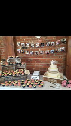 Country and western wedding. Cake table.
