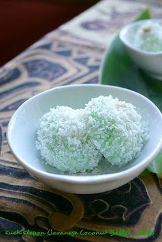 Kueh Klepon (Coconut Balls)