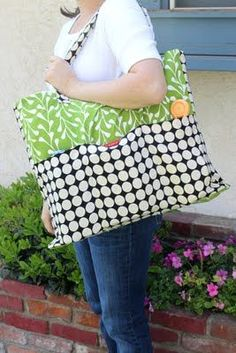 Tutorial with easy to understand instructions and pictures that show you how to sew an Extra Big tote with lots of pockets. Fun DIY sewing project for gifts.    Sincerest form of flattery guest tutorial- pottery barn inspired tote by creation corner   kojodesigns