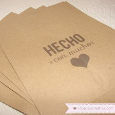 Bolsas Kraft ·Hecho con mucho love·  http://shop.laucreativa.com/product/bolsas-kraft-hecho-con-mucho-love
