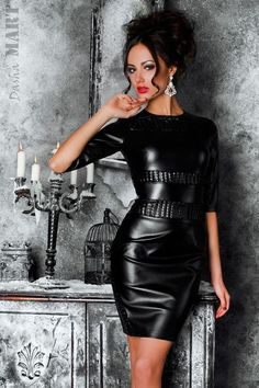 Sorry for cheating you about this leather dress, but this is soo perfect that it would be a crime not posting in LATEX CLOTHING...