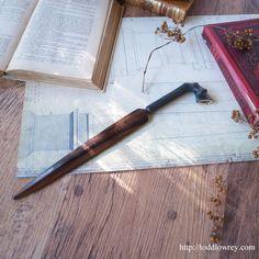 薔薇の香りを纏う運命の担い手 / Vintage Rosewood Letter Opener with Horn Hoof Foot Handle  馬の脚を模した持ち手が珍しい、英国ヴィンテージのレターオープナー。  #アンティーク,#レターオープナー,#イギリス,#馬,