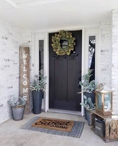 47 Rustic Farmhouse Porch Decorating Ideas to Show Off This Season 35 Best Modern Farmhouse Decor Ideas Easy To Managed Modern Farmhouse Decor, Farmhouse Front, Front Door, Front Porch Decorating, Entrance Decor, Farmhouse Front Porches, Home Decor, Rustic Porch, Porch Decorating