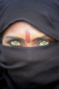 Papu, a Bhopa woman from the Thar desert in Rajasthan, India. One of the amazing pictures by Mirjam Letsch