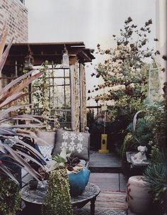 Rooftop or small garden is such a nice component of a home. Moon to Moon: bohemian garden Outdoor Rooms, Outdoor Gardens, Outdoor Living, Outdoor Decor, Outdoor Seating, Rooftop Gardens, Outdoor Ideas, Ideas Terraza, Outside Living