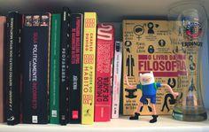 Estante divertida | alineando.com.br #estante #livros #leitura #literatura #books #bookshelf #colours