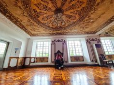 Enjoying the access to Hotel de Oriente and sit like a BOSS! Like A Boss, Travel, Instagram, Viajes, Trips, Traveling, Tourism, Vacations
