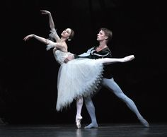 Marianela Nuñez and Rupert Pennefather in Giselle / Photo © John Ross