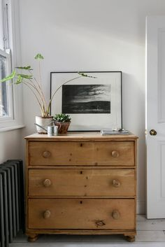 A converted semi-detached cottage in Islington with a contemporary and slightly masculine interior. Furniture Makeover, Home Furniture, Furniture Ideas, Masculine Interior, Interior Decorating, Interior Design, Home Living Room, Interior Inspiration, Sweet Home