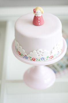 Little German girl cake!  Ich liebe meine Ryann Grace