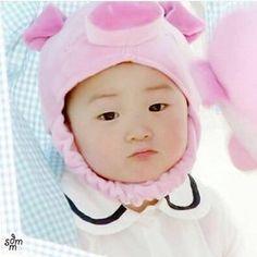 little piggy Minguk-ie 🐷 🐷 Little Babies, Cute Babies, Baby Kids, Baby Boy, Song Il Gook, Triplet Babies, Superman Kids, Song Daehan, Man Se