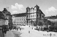 Ulice a námestia - Hurbanovo námestie - Pohľady na Bratislavu Bratislava, Cathedral, Louvre, Building, Travel, Times, Viajes, Buildings, Cathedrals