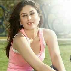 Picture # 60654 of Kareena Kapoor with high quality pics,images,pictures and photos. Bollywood Pictures, Bollywood Actress Hot Photos, Indian Actress Hot Pics, Bollywood Girls, Most Beautiful Indian Actress, Bollywood Celebrities, Kareena Kapoor Wedding, Kareena Kapoor Images, Kareena Kapoor Saree