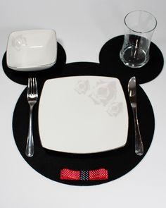 Mickey Keçe Tabak Altlığı #MickeyKeçe #Tabakaltlıgı #amerkanservis #tasarım #mickey #keçe #keçeamerkanservis tarz #tarzabak #turkiye #felt #feltamerican #feltamerkanservis #şirin Felt Diy, Handmade Felt, Felt Crafts, Diy And Crafts, Disney Kitchen Decor, Cat Coasters, Table Runner And Placemats, Handmade Kitchens, Quilling Designs